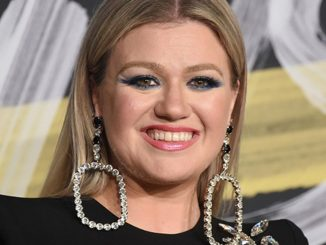 Kelly Clarkson Christmas Isn't Canceled (Just You) Mp3 Download Audio 320kbps Music